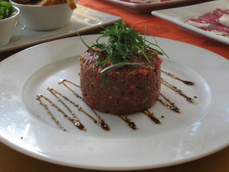 Steak tartare at La Route des Boucaniers